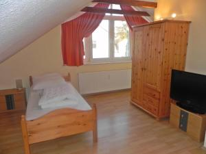 A bed or beds in a room at Ostseepark Waterfront_ Galeone 44