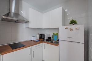 A kitchen or kitchenette at ABC Apartments Madrid 2