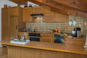 A kitchen or kitchenette at Holiday Apartment Residence Bellevue Zermatt
