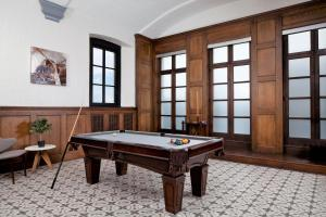 A pool table at Stay Alfred at The Broderick