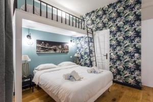 A bed or beds in a room at CMG Sacré Coeur/ Ramey I