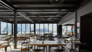 A restaurant or other place to eat at Gudauri Loft Apartment #401