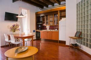 A kitchen or kitchenette at Incredible loft with private terrace