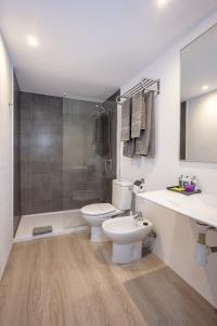 Ett badrum på Apartamentos Hg Cristian Sur
