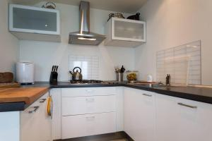 A kitchen or kitchenette at 3 bed villa in the Italian Lakes with lake views