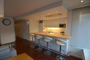 A kitchen or kitchenette at Aftersurf