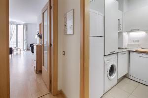 A kitchen or kitchenette at Habitat Apartments Alibei