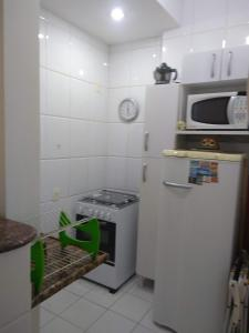 Ett kök eller pentry på Studio novo em Copacabana