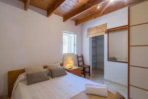 Cama o camas de una habitación en Ibiza Town Villa Sleeps 8 Pool Air Con WiFi
