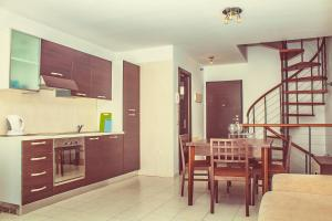 A kitchen or kitchenette at Modern townhouse in Callao Salvaje CS/109