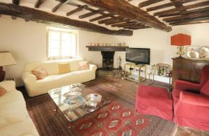 A seating area at Lucca Villa Sleeps 6 Pool Air Con WiFi