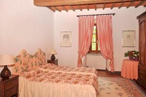 Letto o letti in una camera di Arezzo Villa Sleeps 18 Air Con
