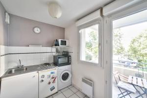 O bucătărie sau chicinetă la New! A spacious flat with Balcony - Chartrons