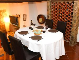A restaurant or other place to eat at Chões Mountain Spirit