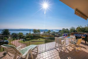 A balcony or terrace at Terrazza Vista Lago