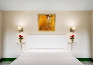 Säng eller sängar i ett rum på La Dimora