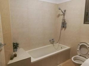 Ein Badezimmer in der Unterkunft Mool Gilboa - מול גלבוע