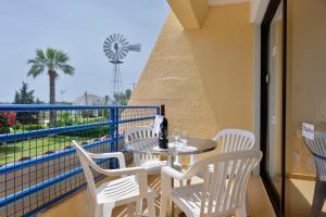 Балкон или терраса в Napa Prince Hotel Apts