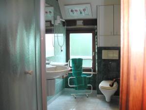 Salle de bains dans l'établissement Holiday home La Haute Bignetière