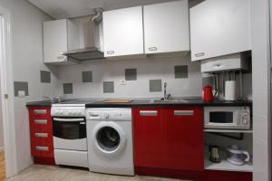 A kitchen or kitchenette at Apartamento pleno Centro junto Ayuntamiento