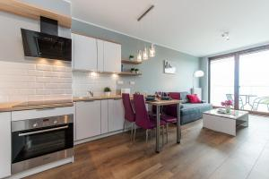 A kitchen or kitchenette at P&O Apartments EXPO XXI