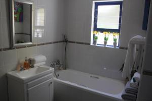 A bathroom at Merci Pére