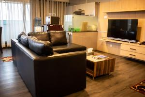 A seating area at Classic Serviced Apartments