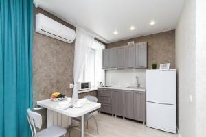 A kitchen or kitchenette at Kak Doma Apartment 1