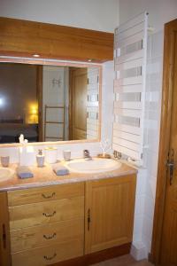 Salle de bains dans l'établissement Les clèdes du Mazel
