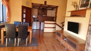 A kitchen or kitchenette at Guest House Chepelare