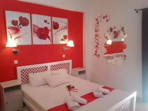 A bed or beds in a room at Villa Tasos