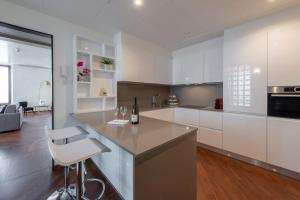 A kitchen or kitchenette at Milan Royal Suites - Centro