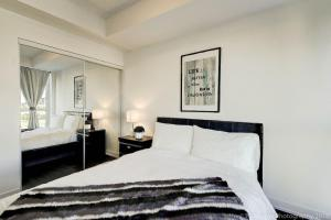 A bed or beds in a room at Lux 1BR Suite in King West with Free Parking