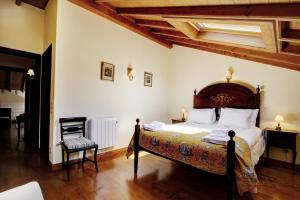 A bed or beds in a room at Villa Cintra with Two Houses