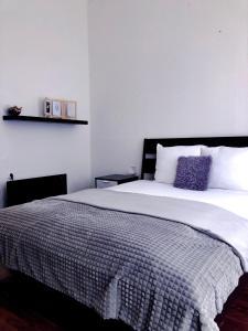 Кровать или кровати в номере Avocado Apartment