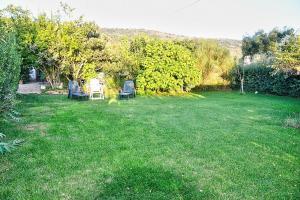 A garden outside Pian di Rocca Villa Sleeps 6 Air Con WiFi
