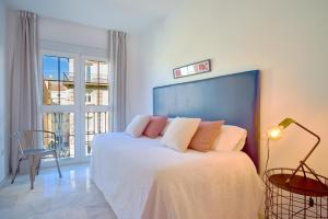 A bed or beds in a room at iloftmalaga Puerta del Mar