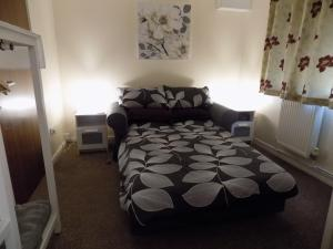 A bed or beds in a room at A Home From Home 3