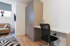 A television and/or entertainment centre at Lothian Street Apartment