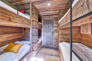 A bunk bed or bunk beds in a room at Chalet Higamel