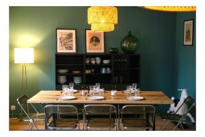 A restaurant or other place to eat at Cosy appart 80m2 hyper centre/vieux Lille