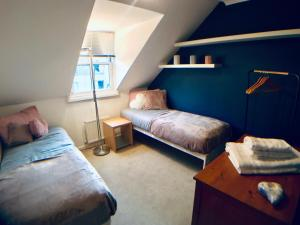 A bed or beds in a room at Luxurious City Living