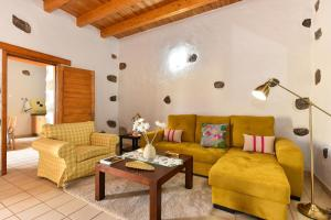 A seating area at Los Algodones Cottage with Pool