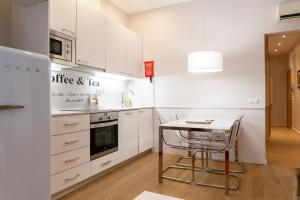 A kitchen or kitchenette at Dailyflats Barcelona Center