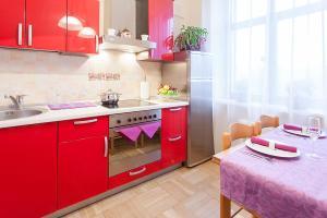 A kitchen or kitchenette at KAZA APART