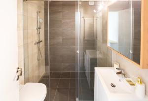 A bathroom at Large Central Apart - Panoramic Lake View - Luxury Equiped