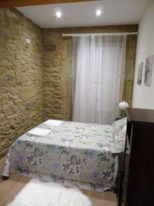 A bed or beds in a room at APARTAMENTO NUEVO EN CENTRO HISTORICO A CORUÑA