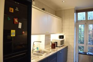 A kitchen or kitchenette at 2 Bedroom Property in the Heart of Angel