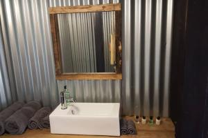 Ein Badezimmer in der Unterkunft Treehouse loft in Central Hove Brighton