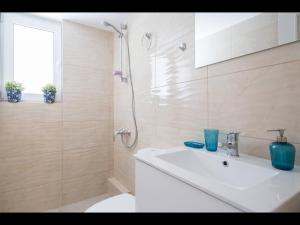 A bathroom at Acropolis Athens Amazing New Flat
